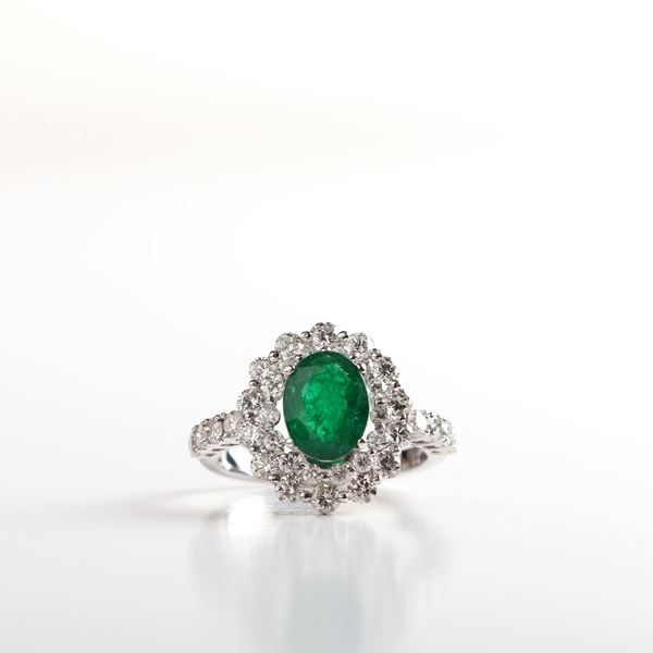 Picture of Oval Emerald Ring