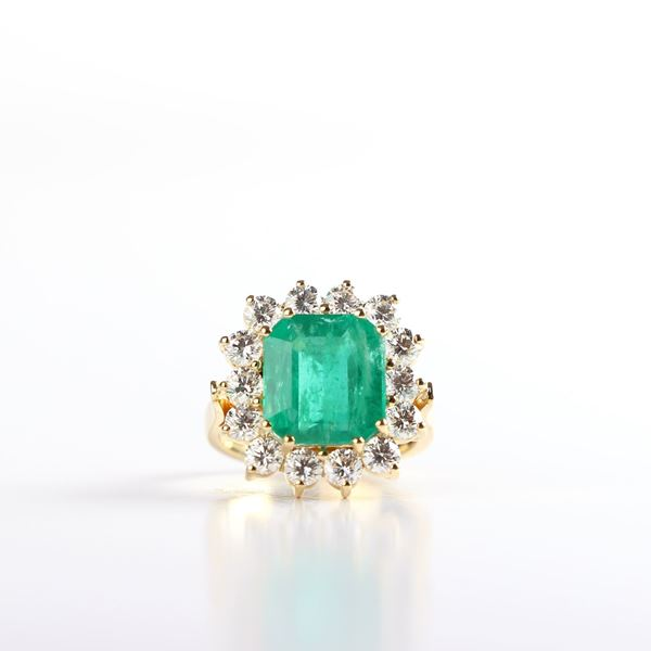 صورة Emerald And Diamond Yellow Ring