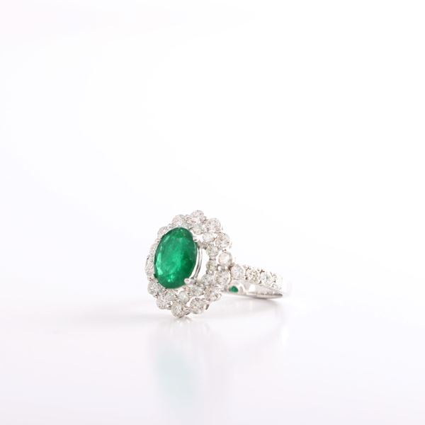 صورة Oval Emerald Ring
