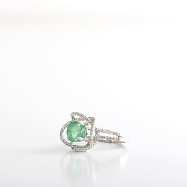 صورة The Flower Emerald Ring
